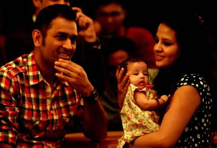 dhoni-with-fam-1485068747-800.jpg