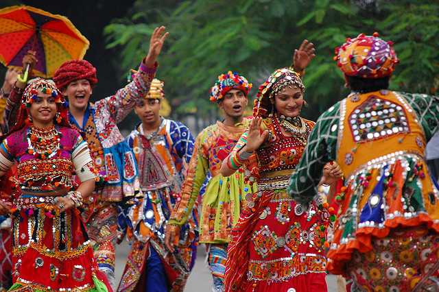 Garba-Raas-in-traditional-garbs.jpg