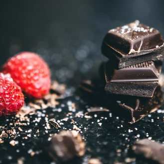 berries-blur-chocolates-918327