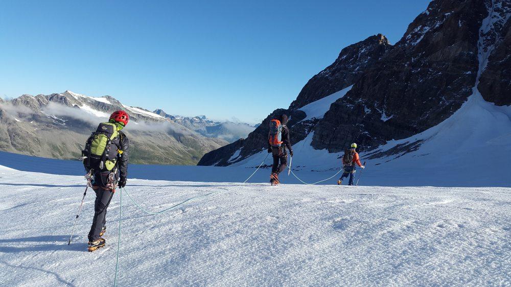 adventure-climber-cold-163216.jpg