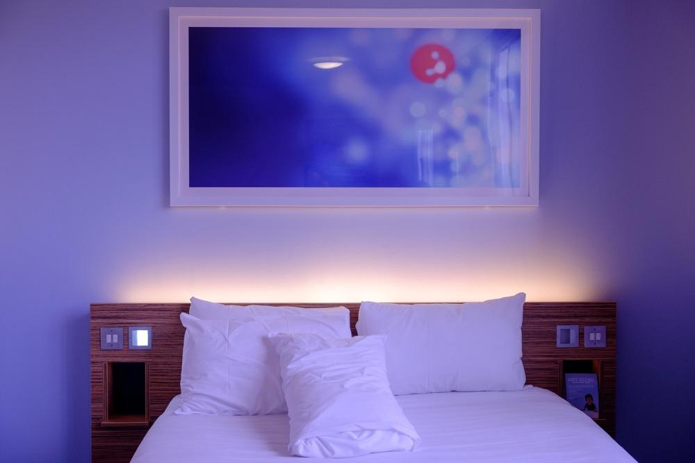 bedroom-1285156_1920.jpg