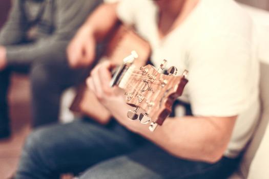 guitar-407114_1920