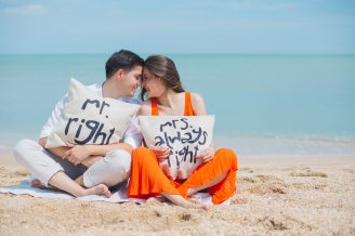 beach-couple-daylight-792729